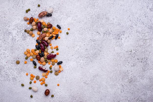 Различные бобовые чечевица фасоль горох нут