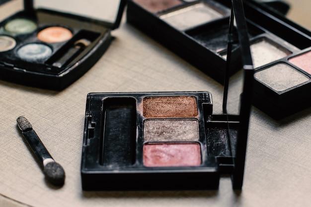 Различная пудра для макияжа или косметики