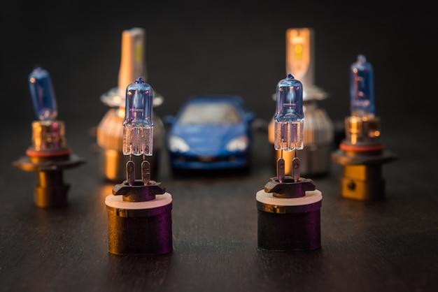 自動ヘッドライト用のさまざまな最新の氷球。車のライトの製造における科学的進歩