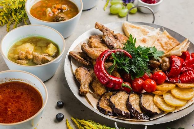 Различные восточные блюда с овощами