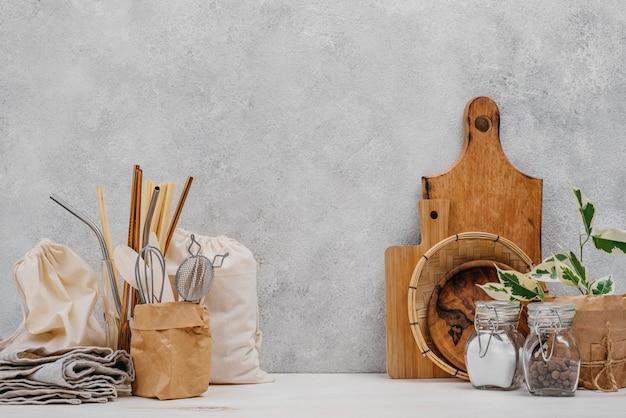 Различные продукты и ингредиенты для кладовой