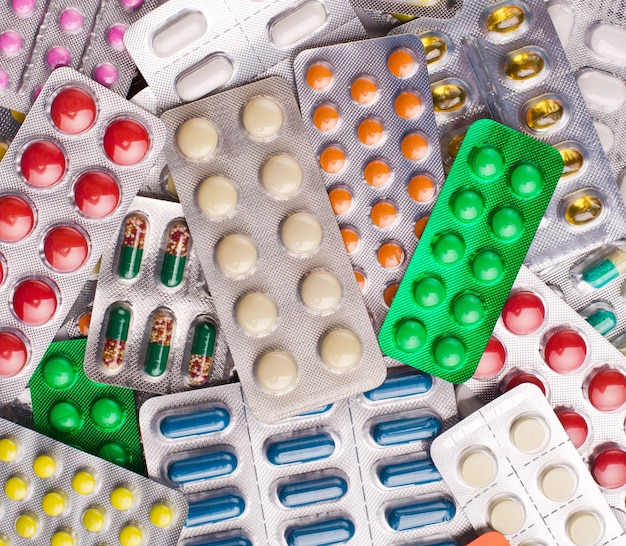 다양한 알약. 배경 또는 질감