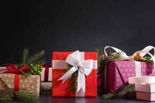 테이블에 다양한 선물