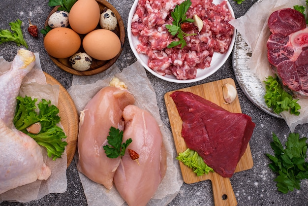 様々な生肉、動物性タンパク質の供給源