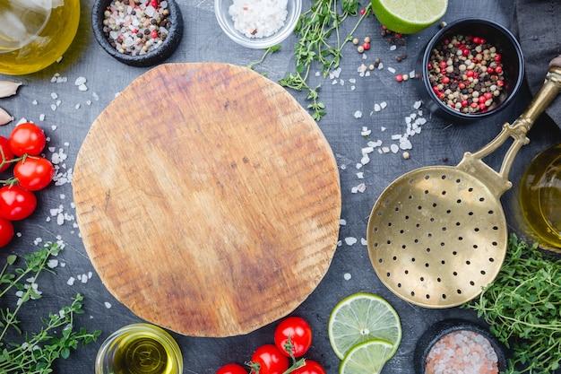 さまざまな調味料、スパイス、ハーブ、料理の材料