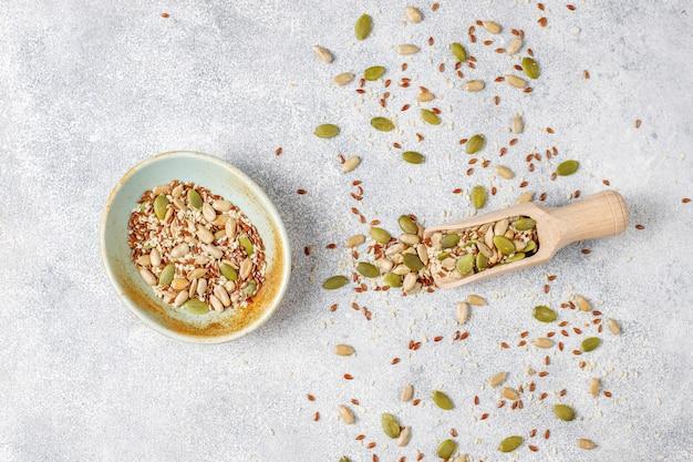 Различные семена - кунжут, семена льна, семена подсолнечника, семена тыквы для салатов.