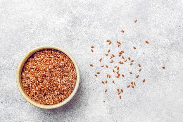 Vari semi: sesamo, semi di lino, semi di girasole, semi di zucca per insalate.