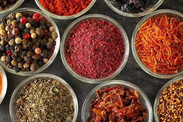 유리 그릇, 근접 촬영에 다양 한 향신료