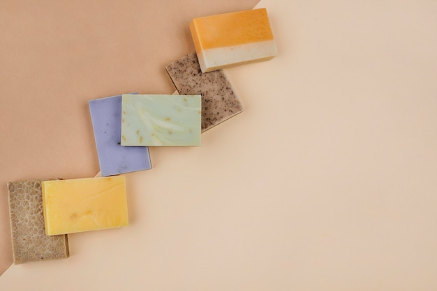Vari tipi di saponi naturali fatti in casa