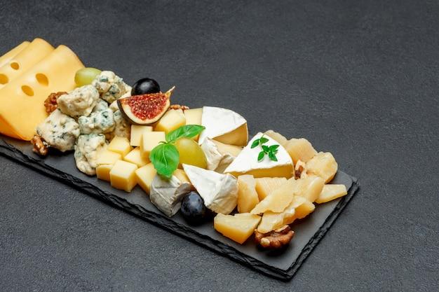 石板にチーズ各種