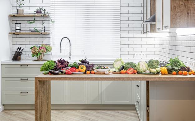 Различные овощи на деревянном столе на фоне современного кухонного интерьера.