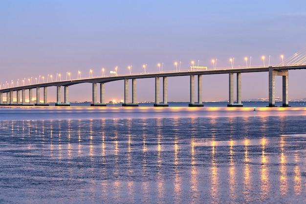 Мост васко да гама в лиссабоне, португалия