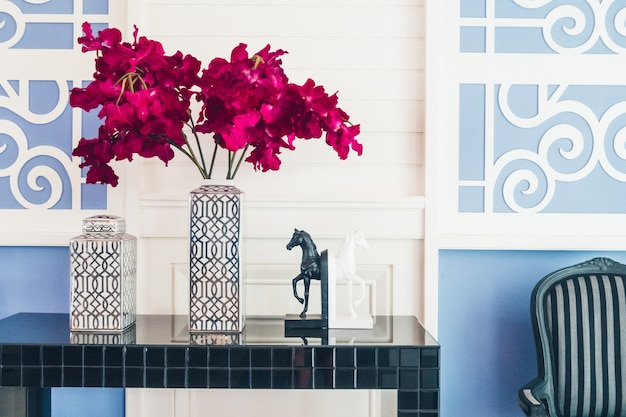 거실의 꽃병 꽃 장식 인테리어