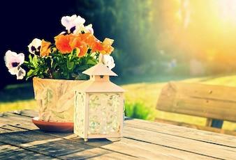 星とランプの隣に花瓶
