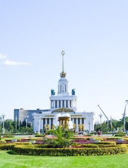 モスクワのvdnh記念碑のメインパビリオン