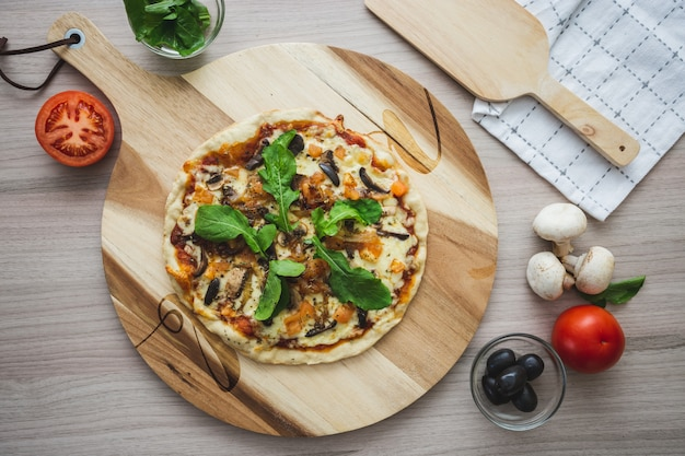 Vegan cheese pizza cenital shot