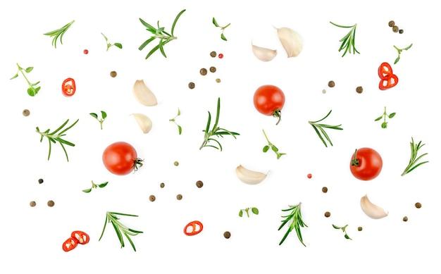 ビーガンダイエット食品、白で隔離の創造的な構成。新鮮なバジル、ハーブ、トマトのパターンレイアウト、料理のコンセプト、上面図。高品質の写真