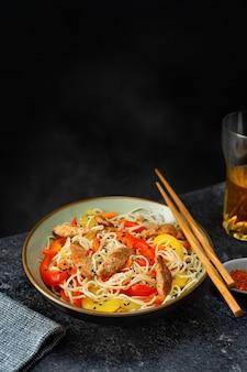 Vegan noodels with soya meat and vegetables