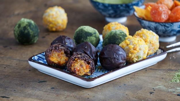 Vegan raw chocolate sweets