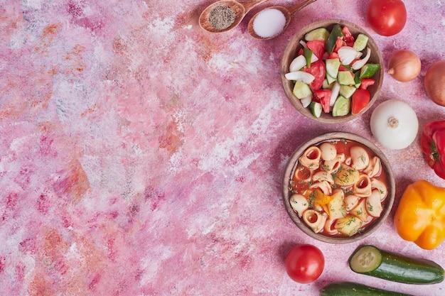 野菜と豆のパンサラダ。