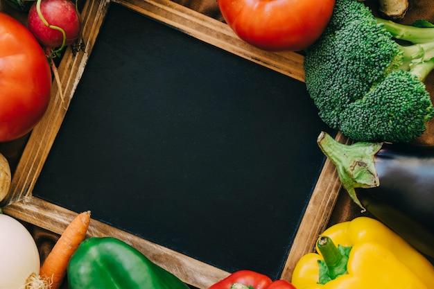 슬레이트와 야채 구성
