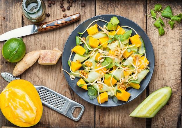 もやしと野菜のフルーツサラダ