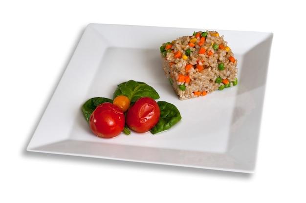 쌀과 토마토 절인 야채 장식