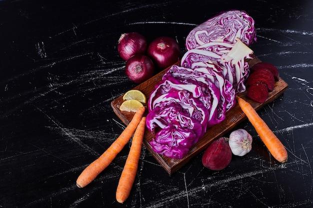 Mix di verdure sul nero