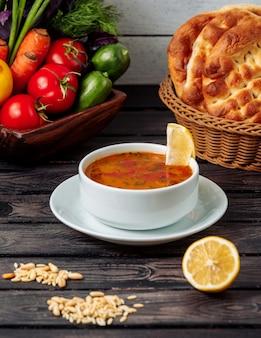 Овощной суп на столе