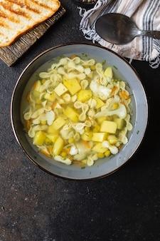Овощной суп паста бульон для первых блюд, картофель, цветная капуста, морковь без мяса вегетарианец