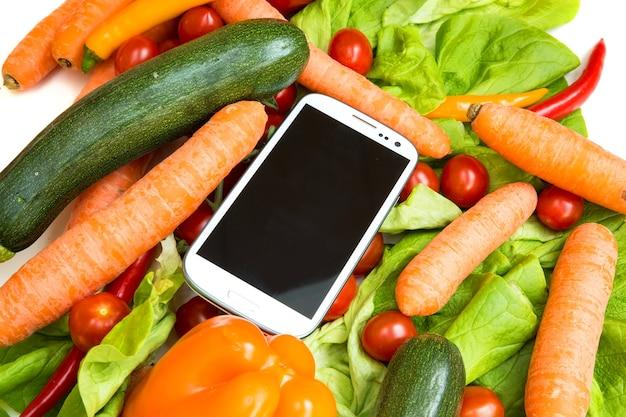 Овощи и смартфон