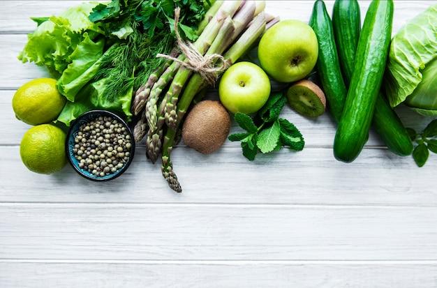 야채와 과일 흰색 절연