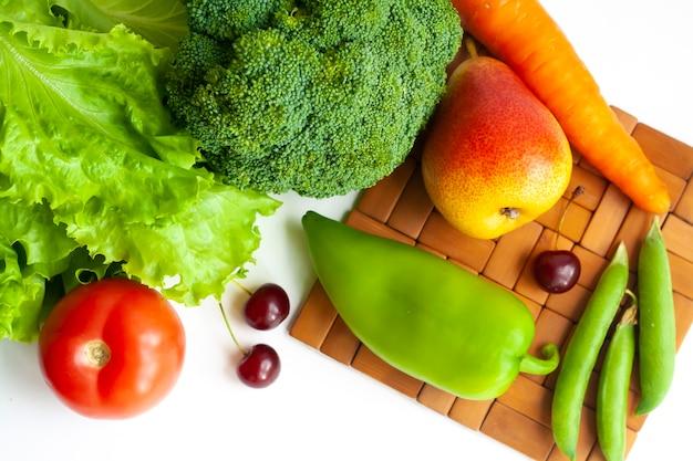 테이블에 야채와 과일, 평평한 누워