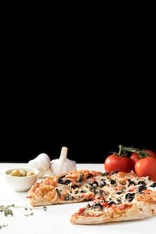 Овощи и пицца