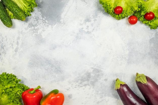 野菜の背景。生野菜。上面図、テキストスペース