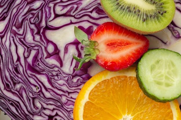 Vista dall'alto di assortimento di frutta e verdura