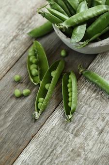 野菜。テーブルの上のグリーンピース