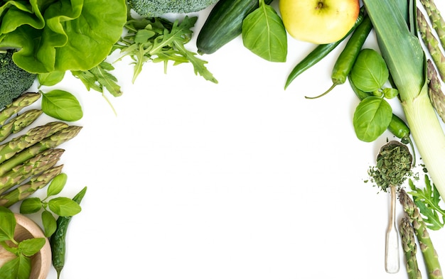 Овощи на белом