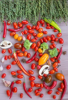 木製のテーブルに野菜