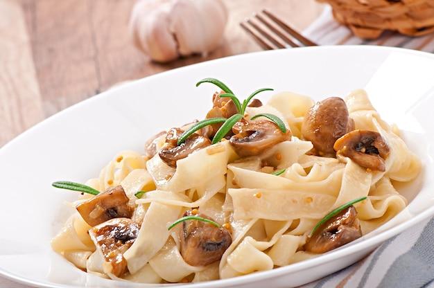 Vegetarian dish with tagliatelle and mushrooms