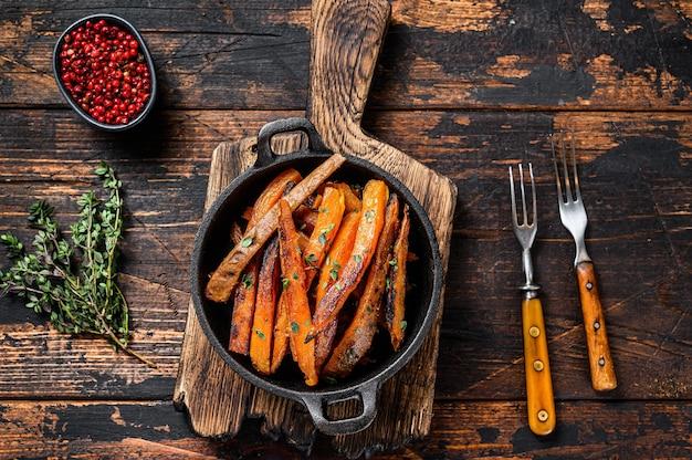 Вегетарианский жареный картофель из сладкого картофеля в духовке.