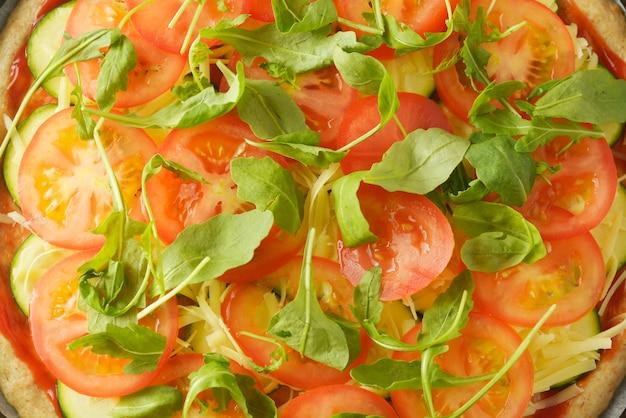 채식 피자. 야채 수제 피자의 조리 과정.