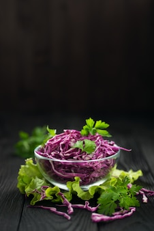 채식 붉은 양배추 샐러드, 건강한 다이어트의 개념