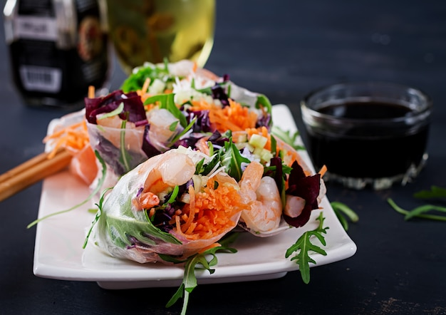 Vegetarian vietnamese spring rolls with spicy shrimps, prawns, carrot, cucumber, red cabbage and rice noodle.