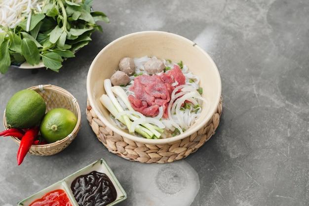 ベジタリアンベトナム風スープフォー。伝統的なアジア料理。