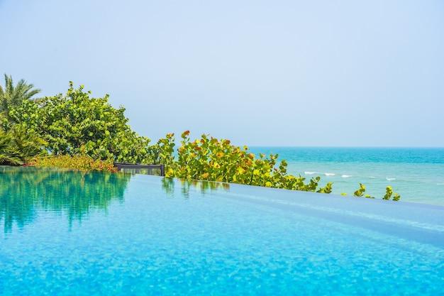 Vegetation between swimming pool and sea