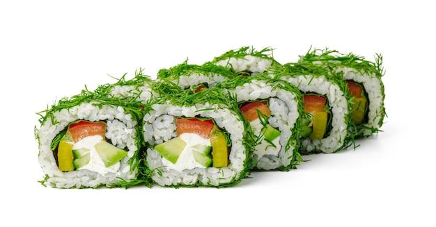 흰색으로 분리된 딜과 야채를 곁들인 채식 스시 롤