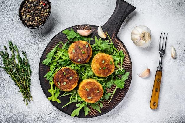 レンズ豆と野菜とルッコラのベジパティカツレツ。