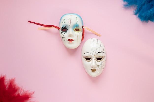 Венецианские маски и перья