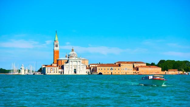 이탈리아 베니스(venice)의 산 조르지오 마조레(san giorgio maggiore) 섬이 있는 베네치아 전망. 풍경